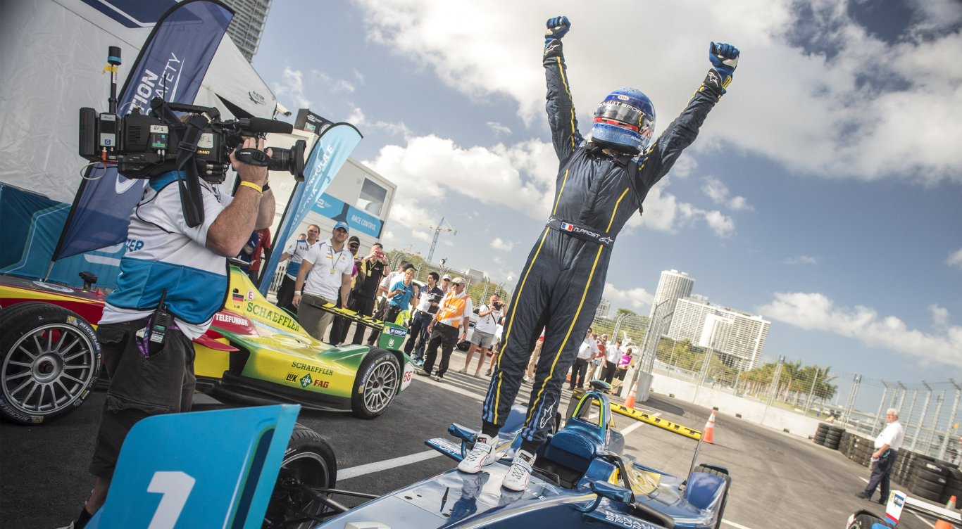 An energetic start to Formula E in Miami